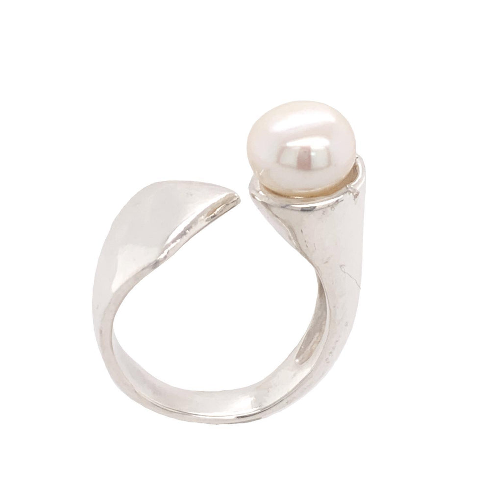 ADJUSTABLE RING FRESHWATER PEARL