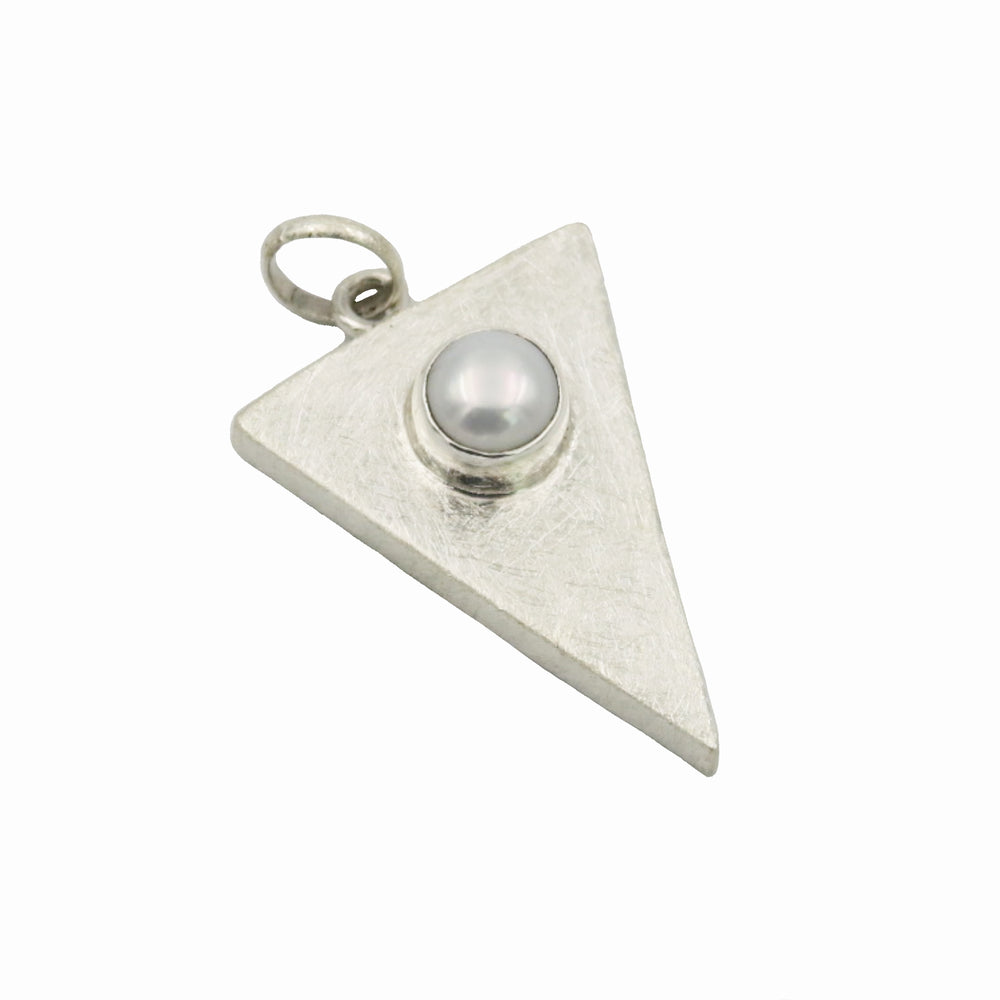 STERLING SILVER FRESH WATER PEARL TRINGLE PENDANT WITH 18 IN CHAIN
