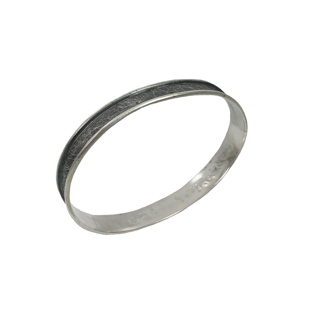 STERLING SILVER OVAL WITH LIP BANGLE