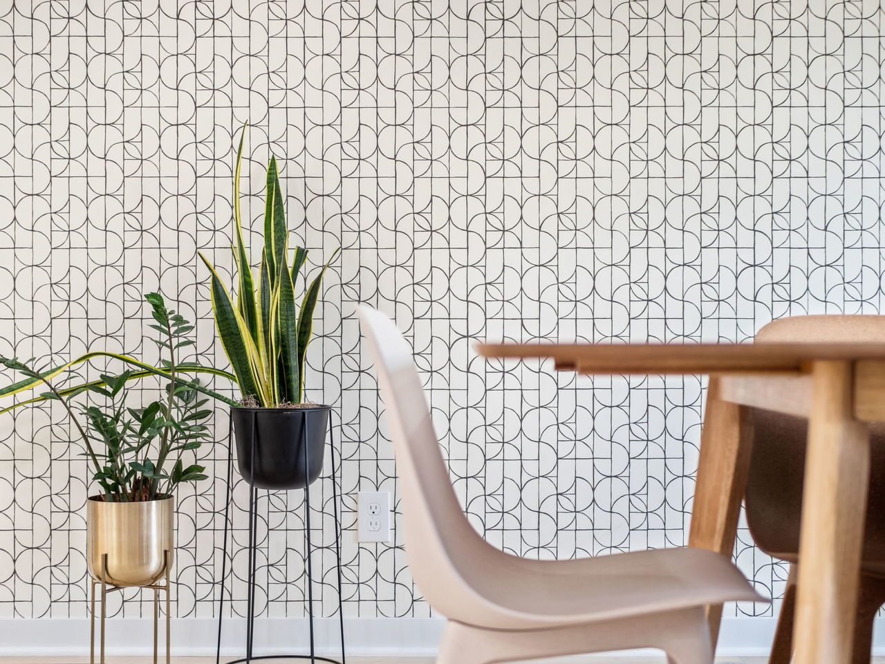 Slice Charcoal Wallpaper | HGTV | Hygge & West