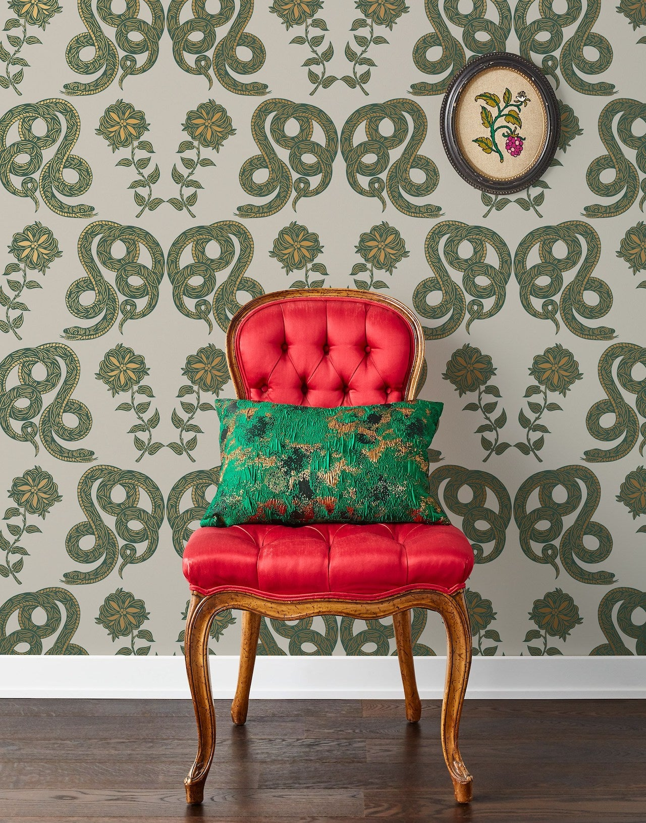 Pattern Players: PATCH NYC | Serpentine Juniper wallpaper | Hygge & West