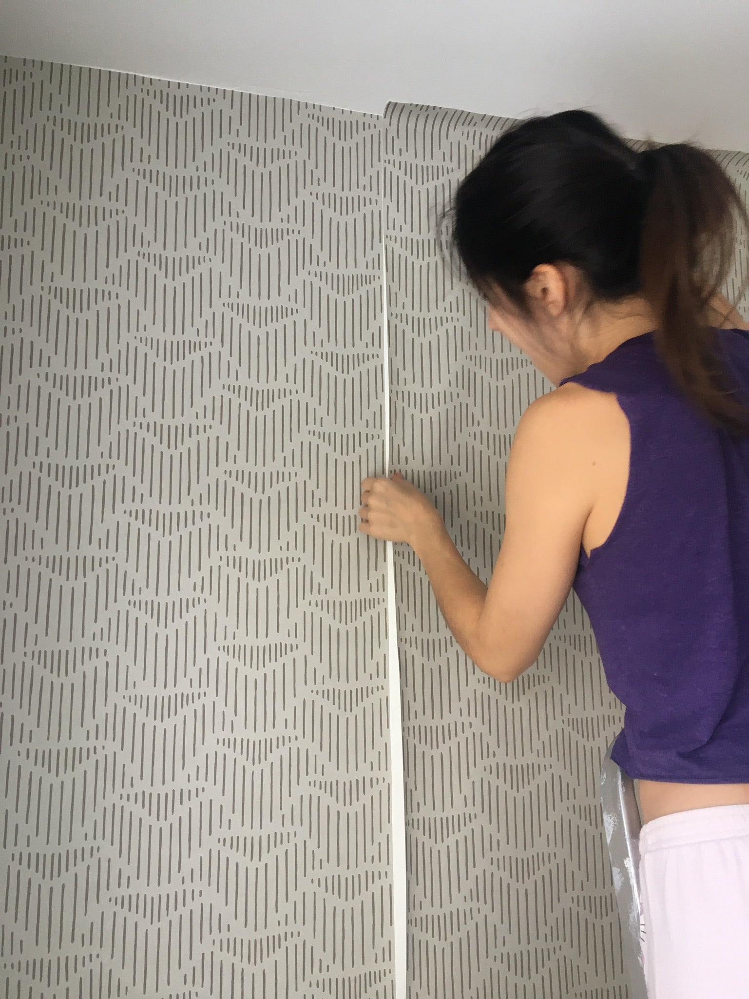 Palma (Sand) wallpaper | Before and After | Hygge & West