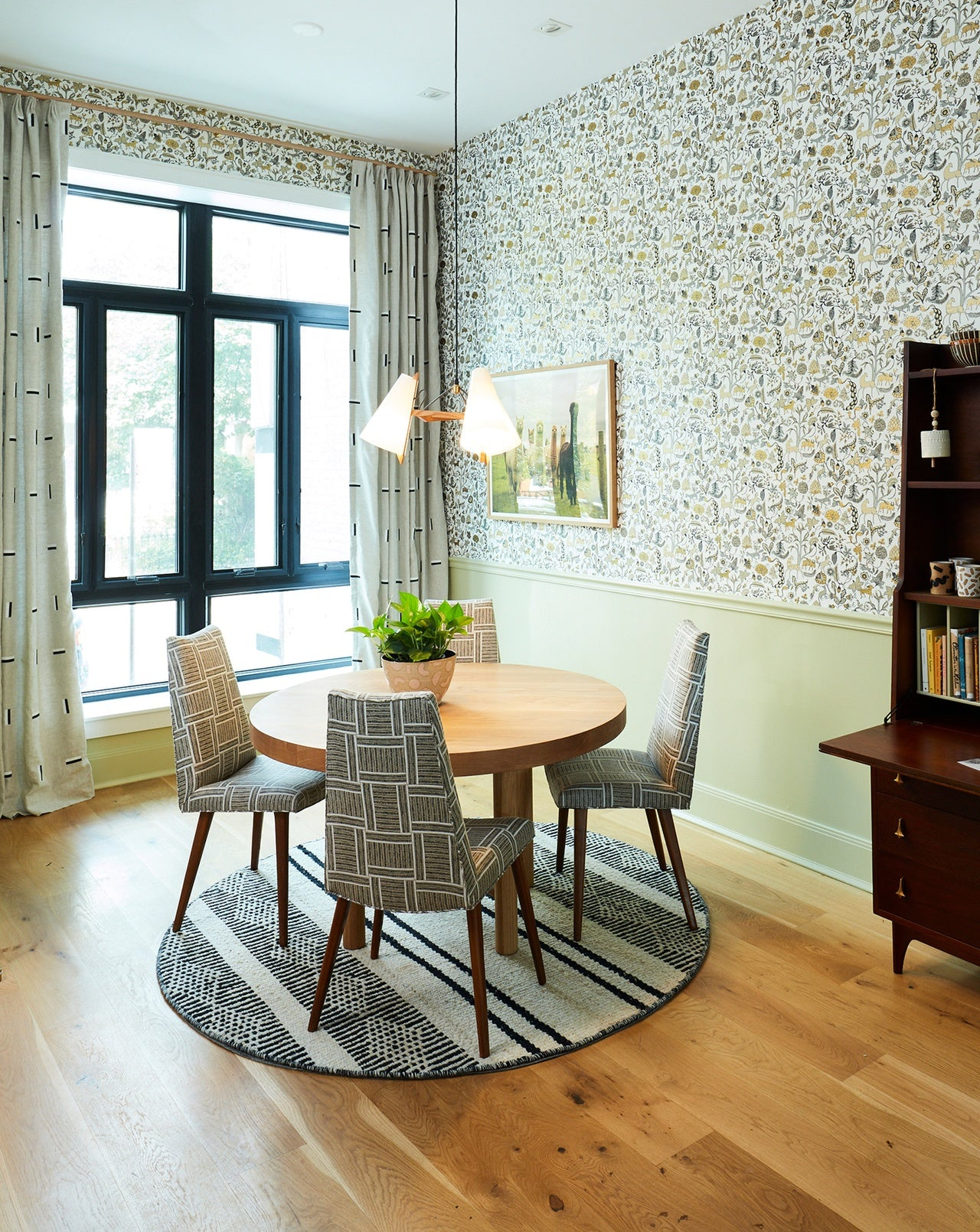 H&W inside the 2019 real simple home | Foret Gold wallpaper | Julia Rothman | Hygge & West