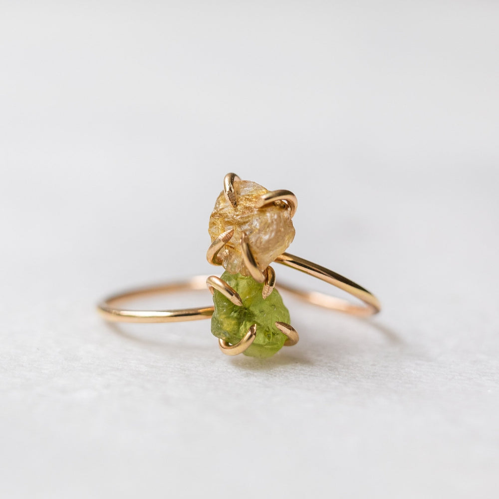Sample - Raw peridot gemstone solitaire ring - luxe.zen