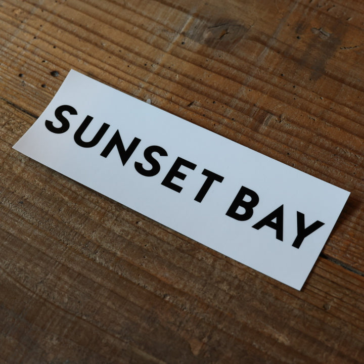 SUNSET BAY -BOX LOGO STICKER -WHITE-