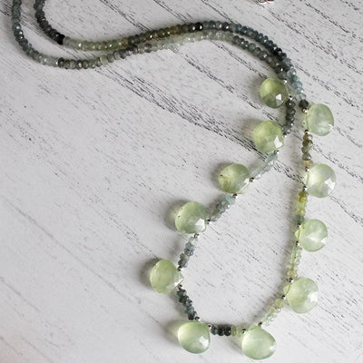 Green semiprecious stone necklace