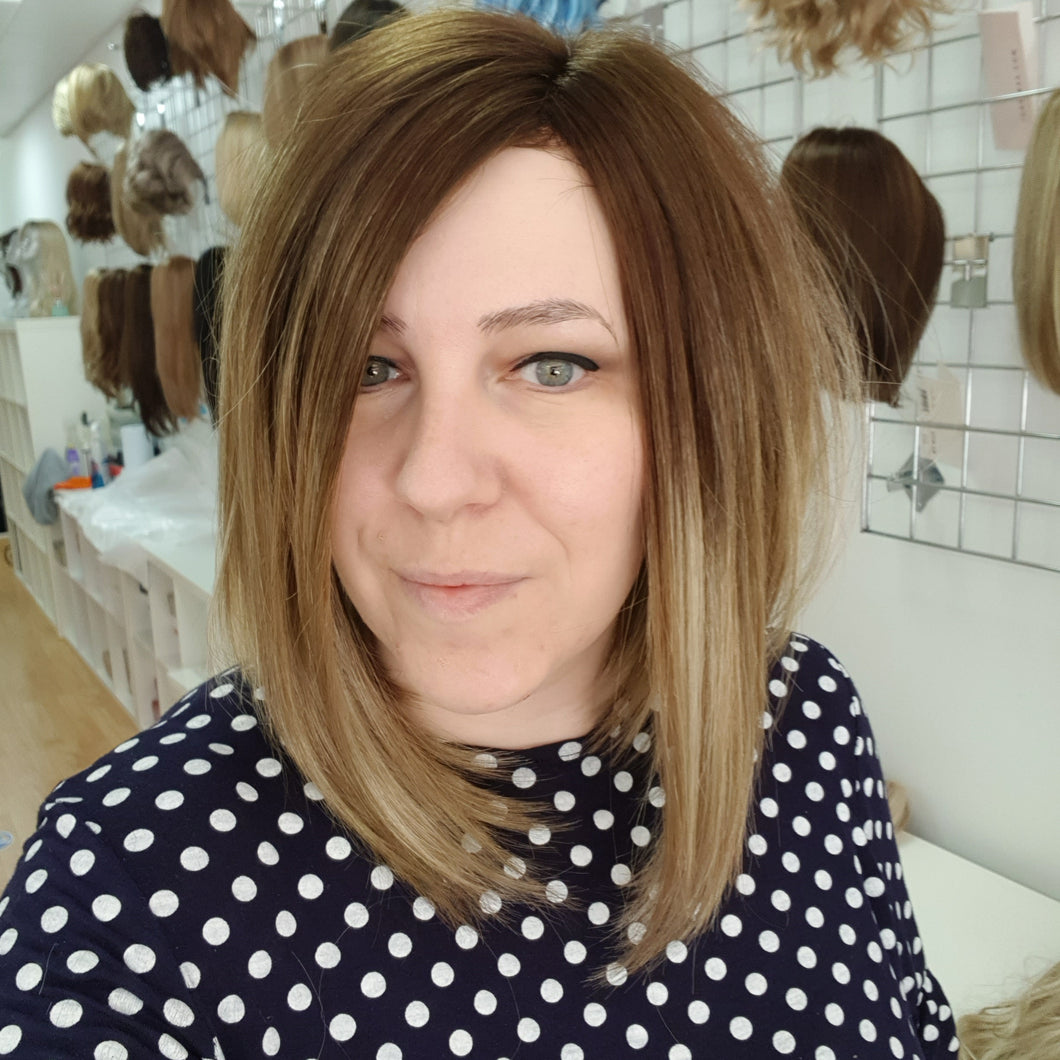 Taylor synthetic wig in Creamy Toffee R / Rene of Paris