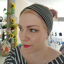 Load image into Gallery viewer, Black / white zig zag print headband