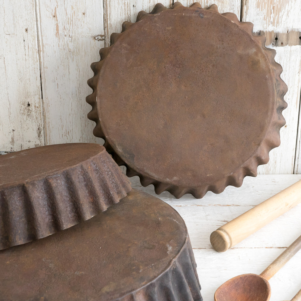 LARGE RUSTIC CAKE TIN