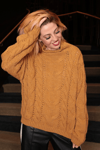 U.MAY Alice Cable Knit Jumper Mustard