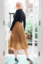 Load image into Gallery viewer, U.MAY Grace Midi Knit Pleat Skirt Gold
