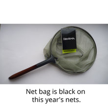 "Daiwa Keiryu Damo V 25cm (older model with green netting). Text on photo reads""Net bag is black on this year's nets."""