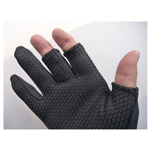 Little Presents Fishing Gloves - Black. showing nonskid pattern on palmg