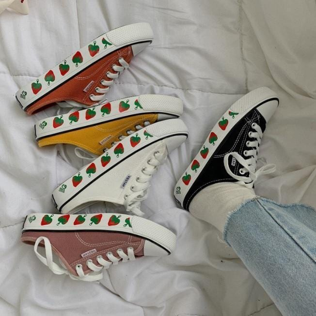 COLORFUL CANVAS STRAWBERRIES SOLE PRINT LOW SNEAKERS