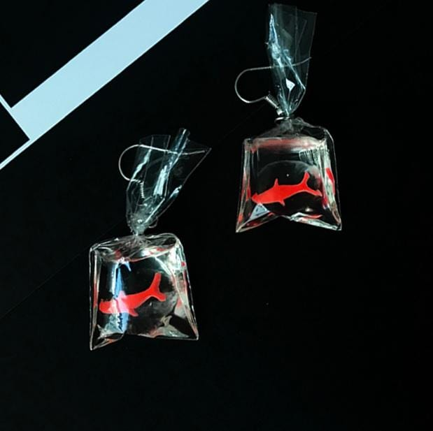 SMALL FISH BAG TRANSPARENT HOOK EARRINGS