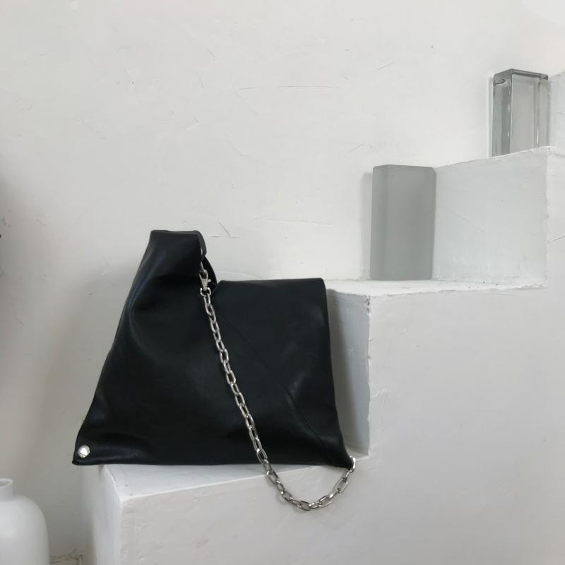 RETRO SHOULDER BAG WITH CHAIN BLACK CLASSIC