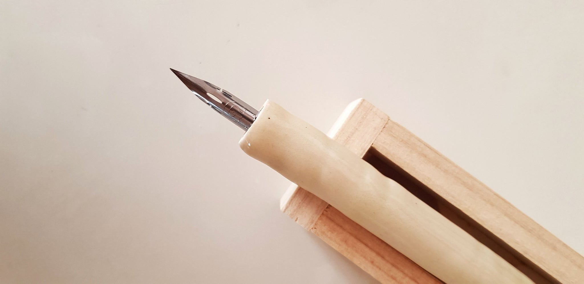 Ceramic Nib Holder - Cream White