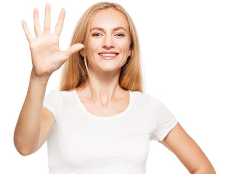 woman holding up 5 fingers