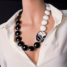 Load image into Gallery viewer, FENICE - Black white Murano glass necklace - Murano Glass