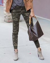 Camo Mid-Rise Zip Up Leggings