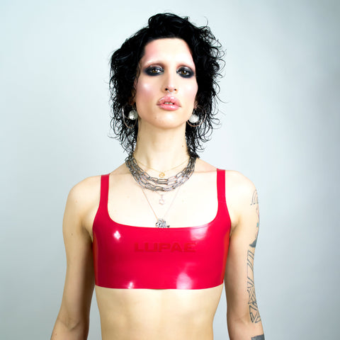 Red latex sports bra, queer techno Berlin fashion, berghain, kitkatclub