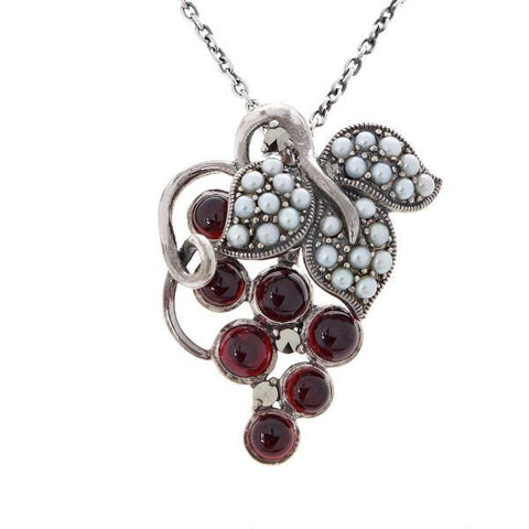 A Bunch of Grapes Pendant ( Garnet )