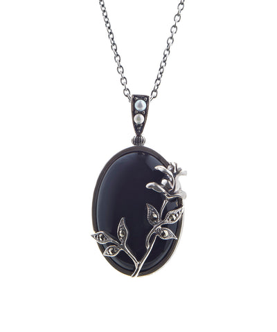 Oval agate pendant with tall rose ( Onyx )