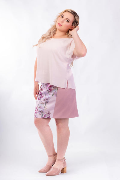 Forget-Me-Not Lola short sleeve blouse pattern in rose, full length front photo with untucked shirt