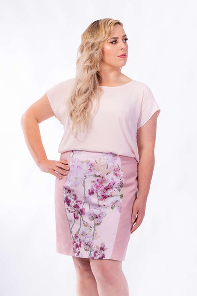 Forget-Me-Not Lola short sleeve blouse pattern in rose, with Sabrina pencil skirt, close up front photo