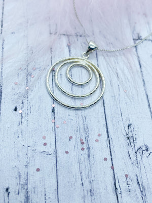 Trio circle pendant | Eve and Flamingo