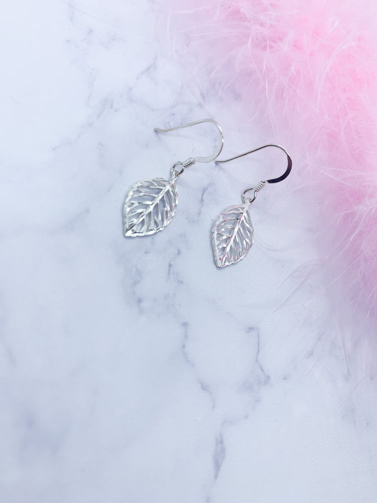925 Sterling Silver Drop leaf earrings - Eve & Flamingo