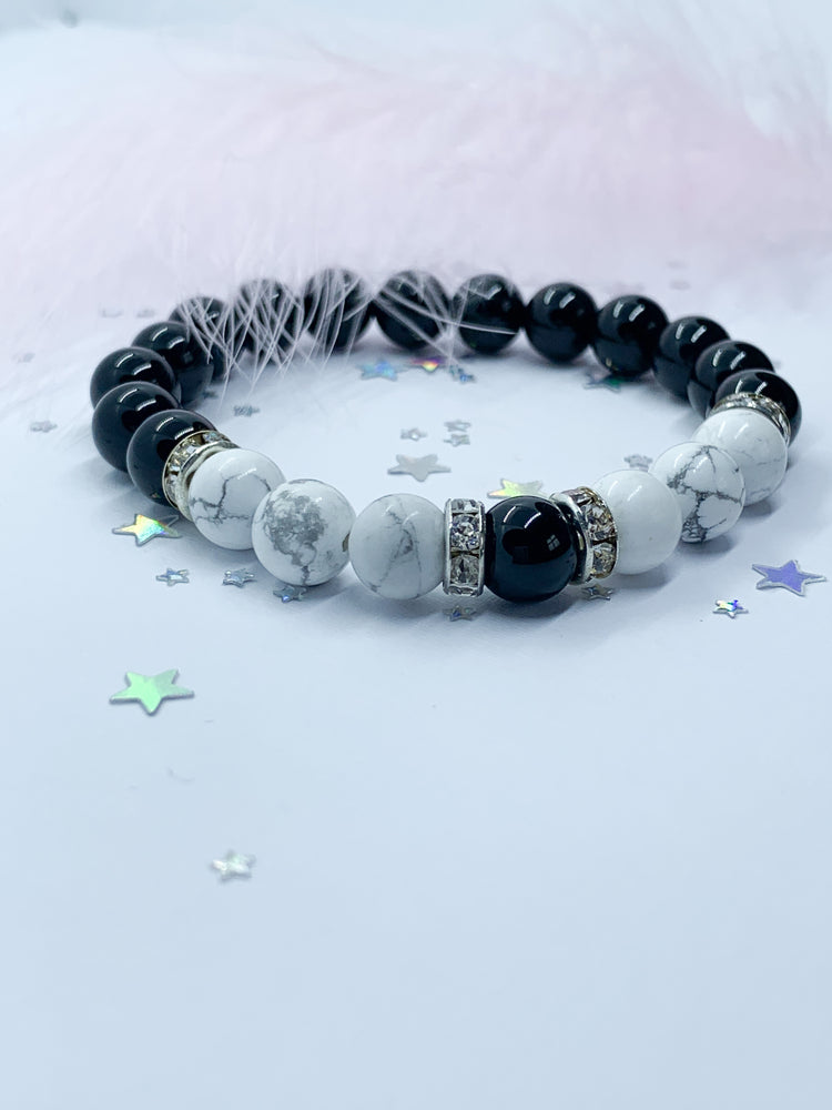 Onyx and Howlite bracelet - Eve & Flamingo