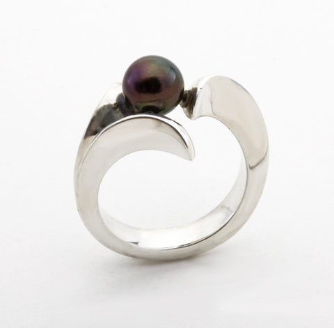 Black Pearl Wave Ring
