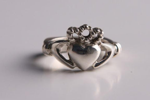 Woman's Irish Claddagh Ring