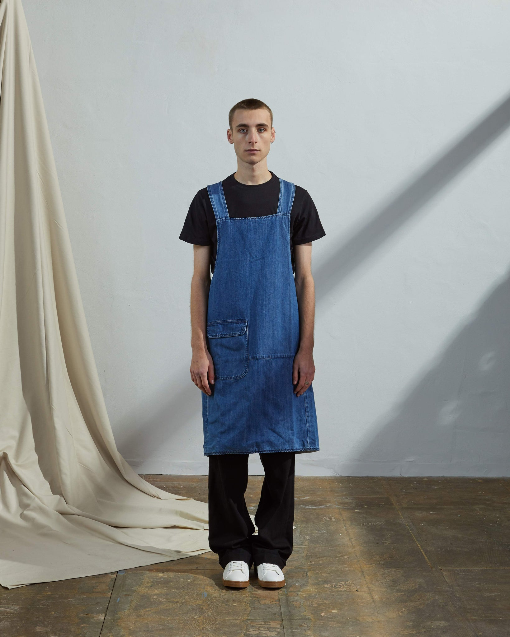Front shot Uskees unisex organic denim no-tie cross back work apron with front pocket
