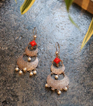 Load image into Gallery viewer, Red Silver Earring with White Beads
