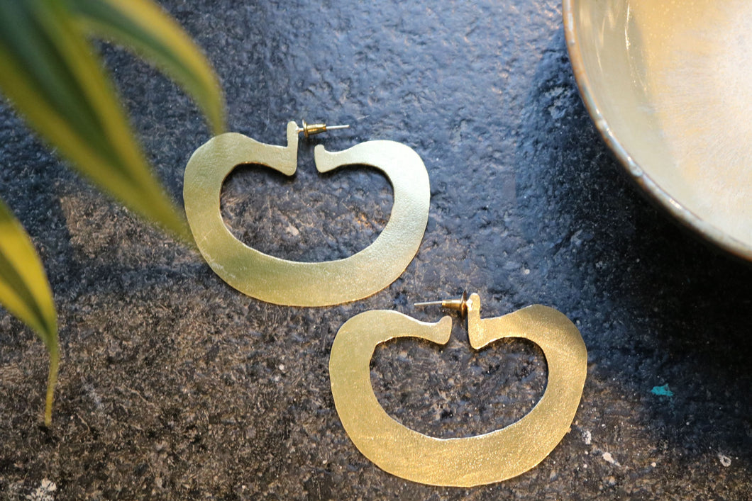METAL APPLE EARRING