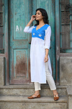 Load image into Gallery viewer, White Akxhi Kurti
