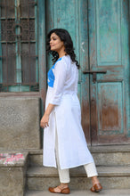 Load image into Gallery viewer, White Akaxhi Kurti