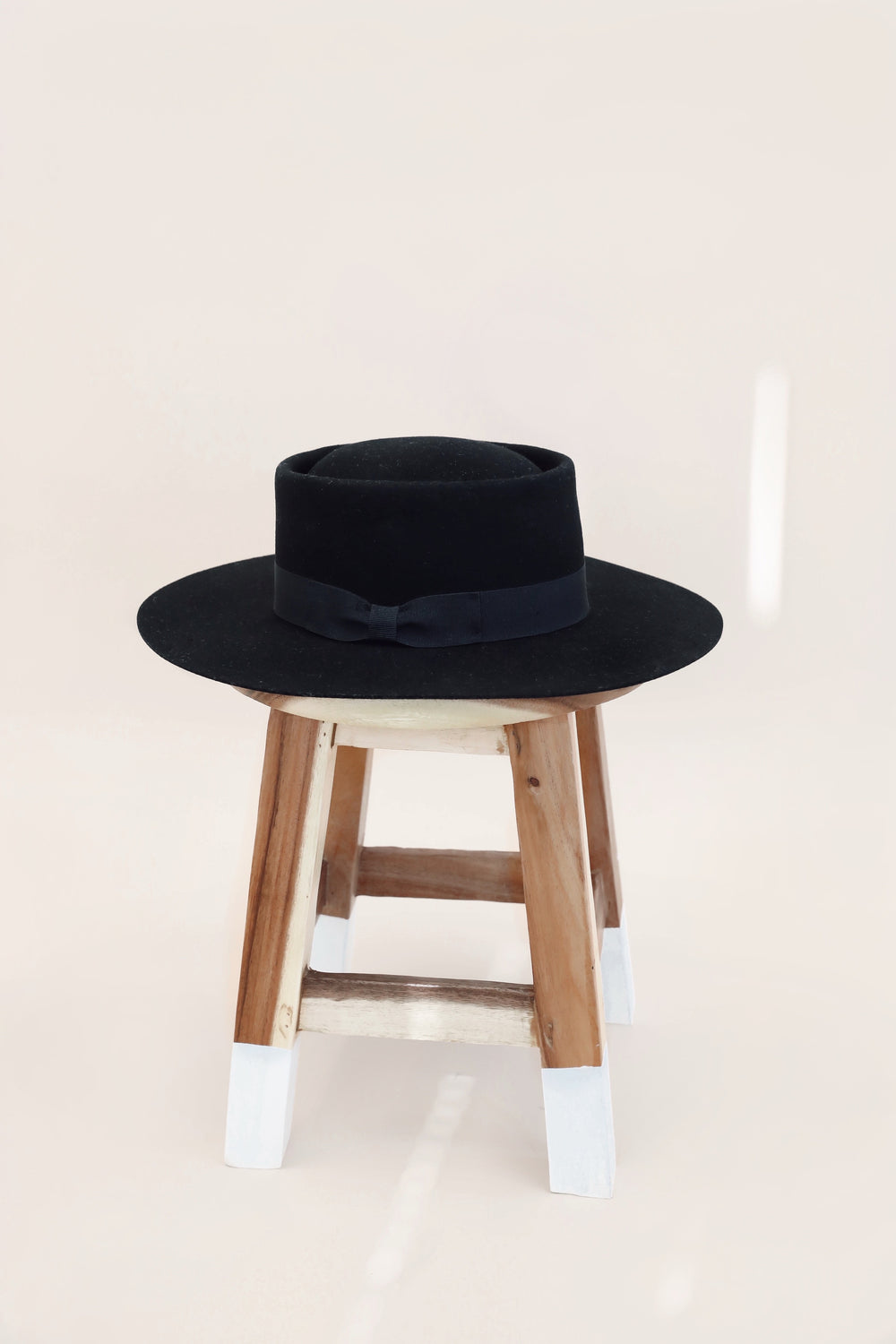 Ann 100% Wool Black Hat
