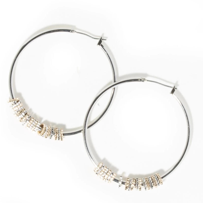 THIN HOOPS WITH MULTI TONE HAMMERED DISCS