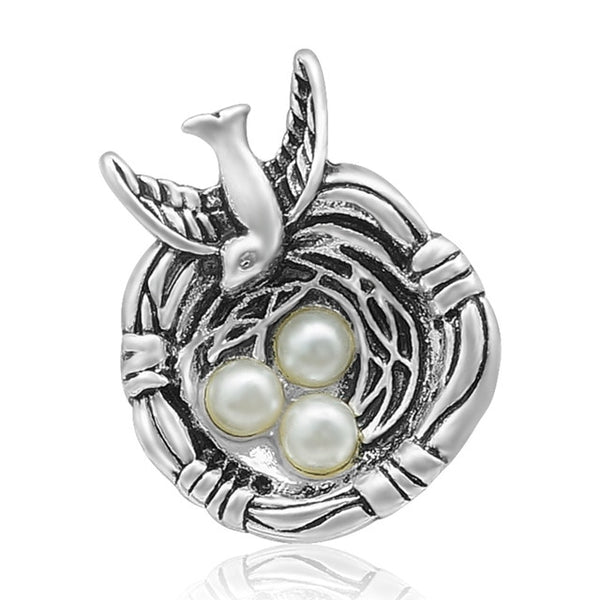 Bird In Nest With Pearl Gems As Eggs Sandy Snap Button 18mm KZ3389