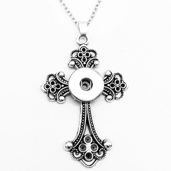 Vintage Looking Cross Sandy Snap Necklace