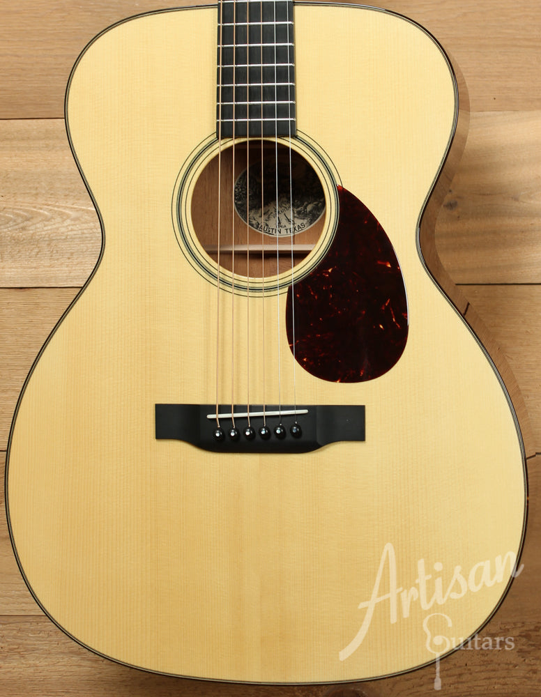 Collings OM1 A Guitar Adirondack Spruce and Mahogany with Varnish Finish ID-8860 - Artisan Guitars