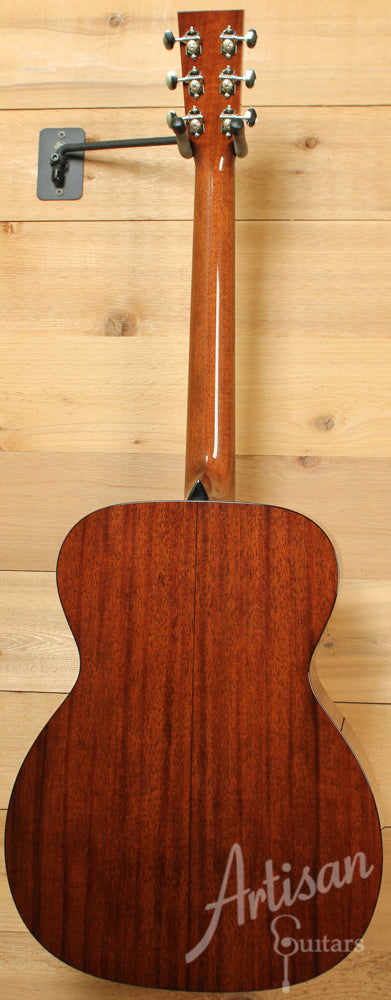 Collings OM1 A Guitar Adirondack Spruce and Mahogany with Varnish Finish Pre-Owned 2015 ID-10796 - Artisan Guitars
