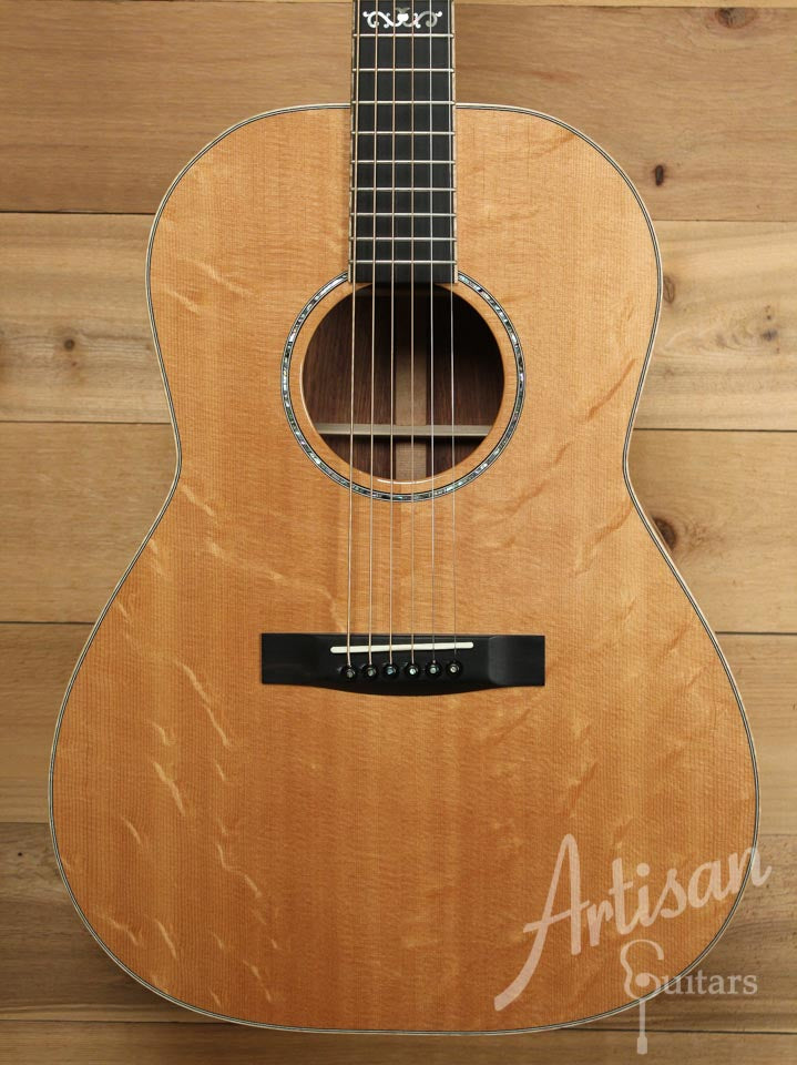 Pre-Owned 2004 Huss and Dalton CM Non Cutaway Bearclaw Sitka and Honduran Rosewood ID-9896 - Artisan Guitars