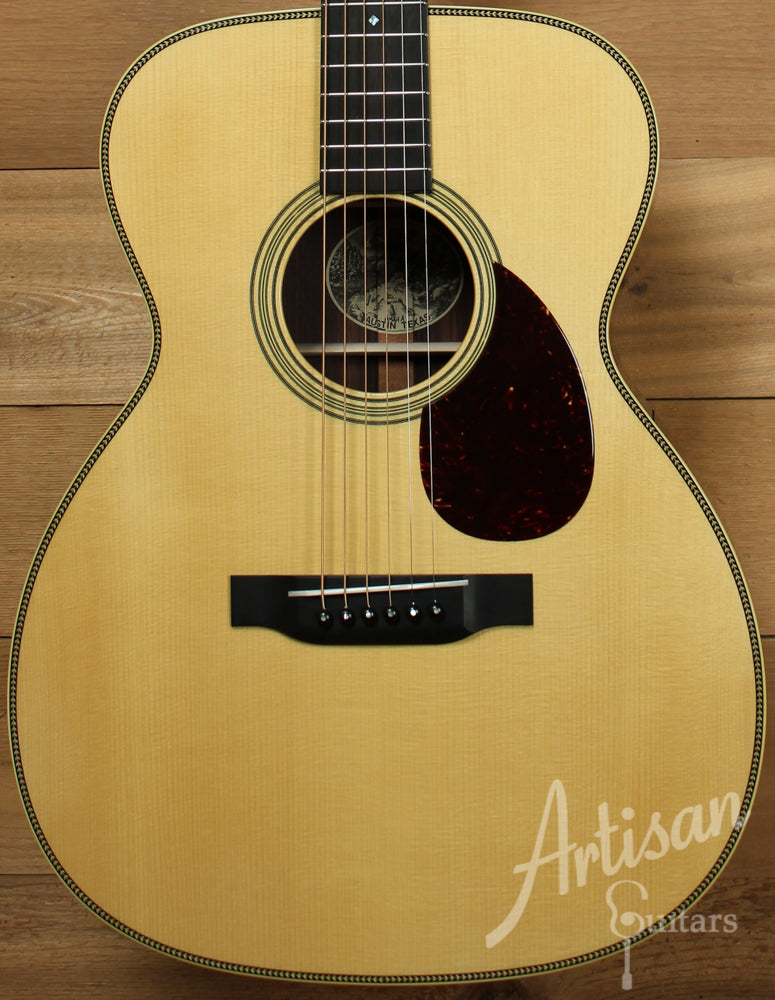 Collings OM2H A Adirondack Spruce and Indian Rosewood with Varnish Finish No Tongue Brace and Adirondack Braces ID-8824
