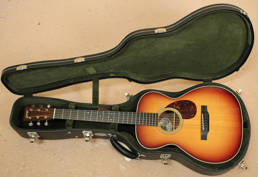 Pre Owned 2011 Collings 02 SB Sitka Spruce and Indian Rosewood with Sunburst Finish ID-9344