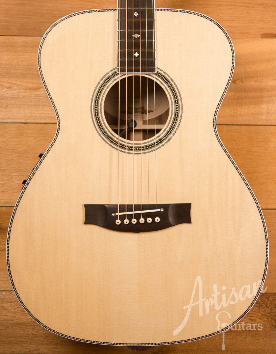 Maton Custom Shop Classic Traditional Guitar with European Spruce and Indian Rosewood ID-11574