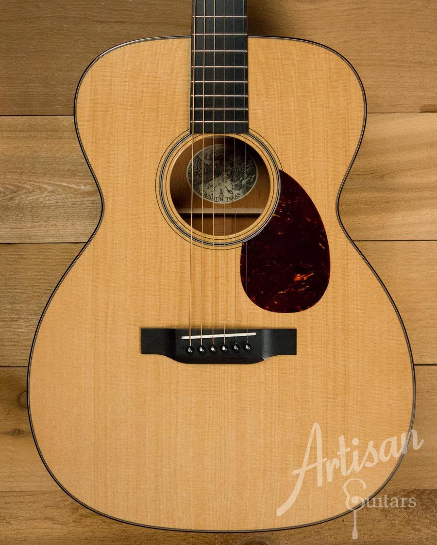 Collings OM1 Sitka Spruce and Mahogany Pre-Owned 2011 ID-10281 - Artisan Guitars